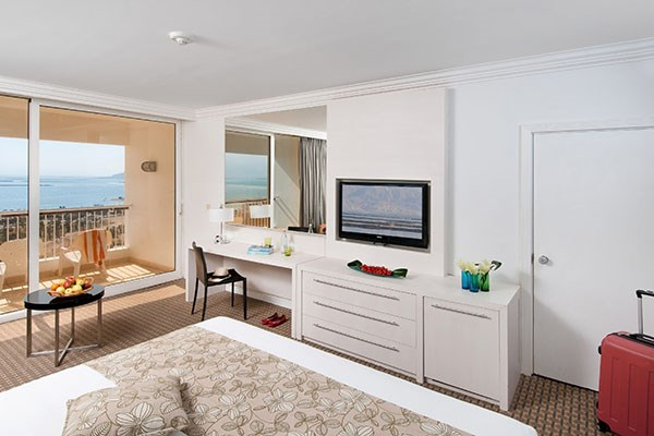 rooms-mesada-conecting-door